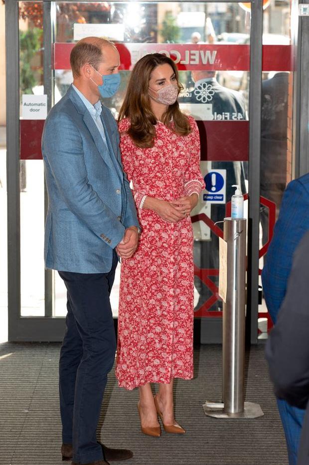 Bị chỉ trích vì cố tình quên Meghan trong ngày sinh nhật của Harry, nhà Công nương Kate còn bị mỉa mai sao chép em dâu trong hoạt động mới - Ảnh 2.