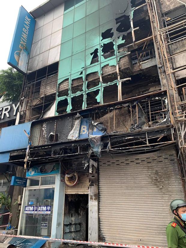 Bắt khẩn cấp nghi phạm gây cháy chi nhánh ngân hàng Eximbank cùng nhà dân ở Sài Gòn - Ảnh 2.