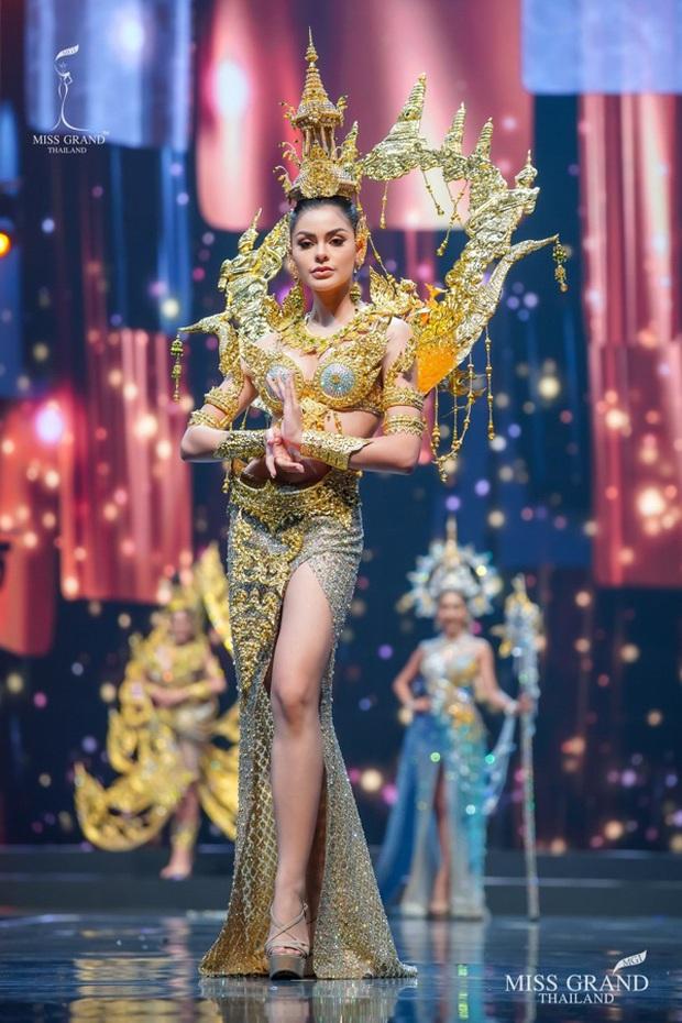MXH náo loạn vì quốc phục có 1-0-2 tại Miss Grand ThaiLand 2020: Hết chợ nổi, bưởi da xanh đến... xương khủng long đem hết lên sân khấu - Ảnh 2.