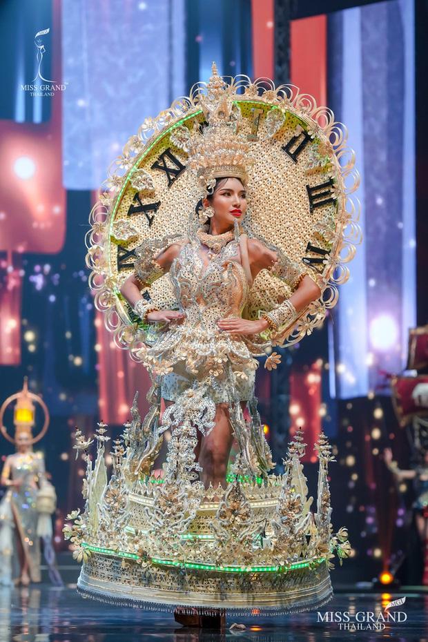 MXH náo loạn vì quốc phục có 1-0-2 tại Miss Grand ThaiLand 2020: Hết chợ nổi, bưởi da xanh đến... xương khủng long đem hết lên sân khấu - Ảnh 11.