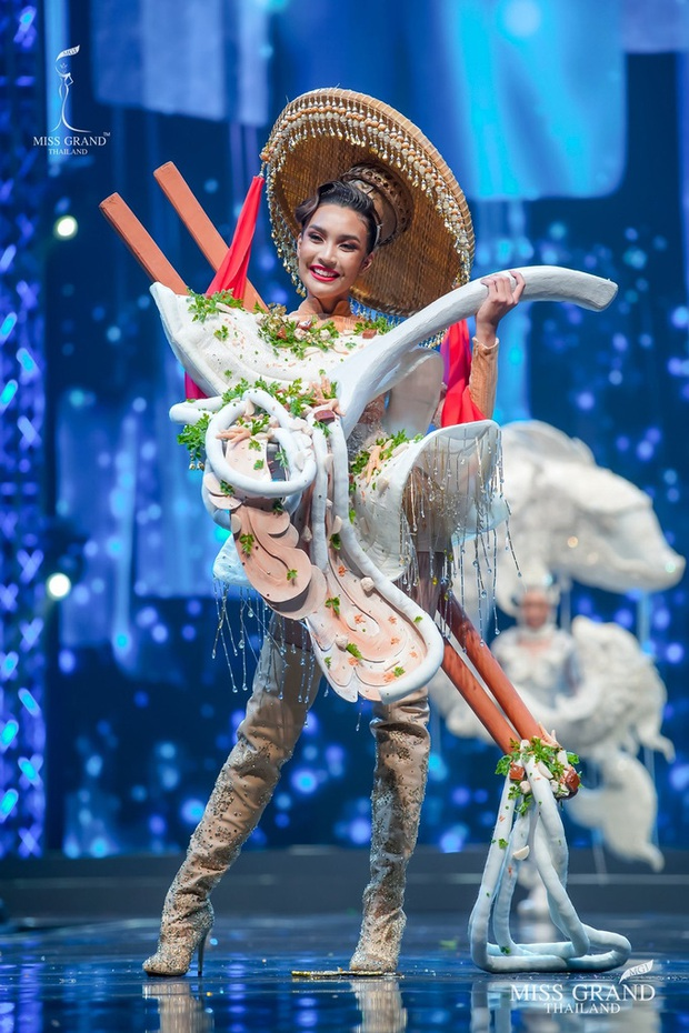 MXH náo loạn vì quốc phục có 1-0-2 tại Miss Grand ThaiLand 2020: Hết chợ nổi, bưởi da xanh đến... xương khủng long đem hết lên sân khấu - Ảnh 12.