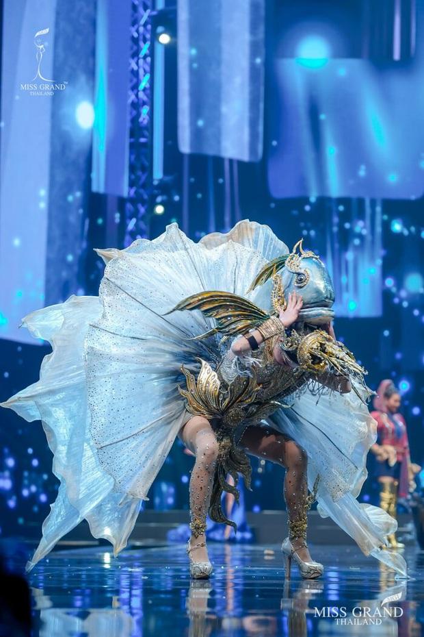 MXH náo loạn vì quốc phục có 1-0-2 tại Miss Grand ThaiLand 2020: Hết chợ nổi, bưởi da xanh đến... xương khủng long đem hết lên sân khấu - Ảnh 14.