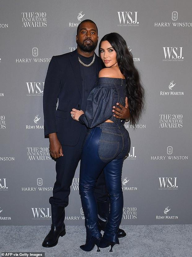 Phản ứng bất ngờ của Kim Kardashian sau khi bị Kanye West réo gọi trong bê bối đi tiểu vào cúp Grammy chấn động - Ảnh 5.