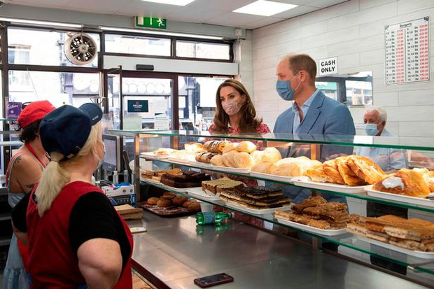 Bị chỉ trích vì cố tình quên Meghan trong ngày sinh nhật của Harry, nhà Công nương Kate còn bị mỉa mai sao chép em dâu trong hoạt động mới - Ảnh 3.