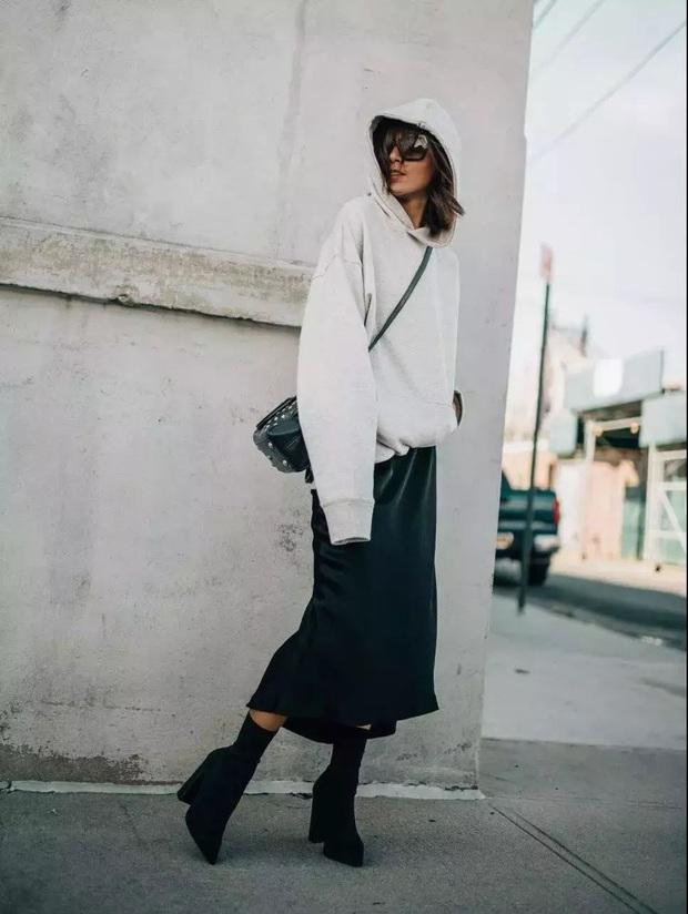 Chưa vội sắm đồ Thu, gái Pháp có cả loạt cách tận dụng váy 2 dây mùa Hè cực thông minh - Ảnh 7.