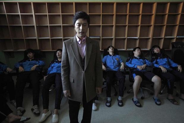 Cuộc chiến thi đại học Hàn Quốc: Học 16 tiếng/ngày, nhốt mình trong phòng biệt giam trắng, ám ảnh đến mức cần thôi miên để trấn tĩnh - Ảnh 8.