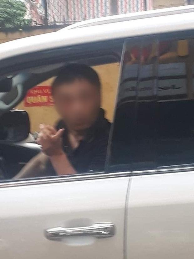 Danh tính đại gia đi Lexus LX 570 bị đánh ghen còn ra tay đánh, bóp cổ vợ trên phố Lý Nam Đế - Ảnh 1.