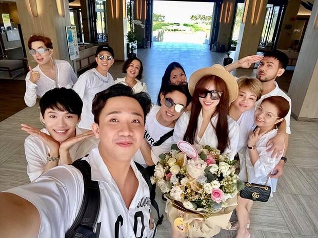 Sao Việt mở tiệc sinh nhật xa hoa nhất Vbiz: Hà Hồ - Lý Nhã Kỳ như tổ chức lễ trao giải, Ngọc Trinh khiến dân tình xịt máu mũi - Ảnh 22.