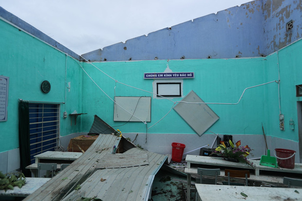 Trường Tiểu học ở Huế tan hoang, cây đổ và tốc mái hàng loạt lớp học do bão số 5 - Ảnh 5.