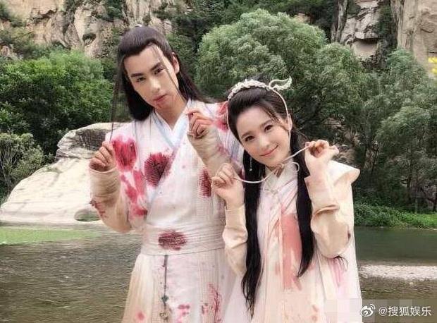 Hồ Nhất Thiên lộ ảnh hẹn hò với bạn diễn Tuyệt Đại Song Kiêu, fan tố nhà gái cố tình khoe mẽ - Ảnh 4.