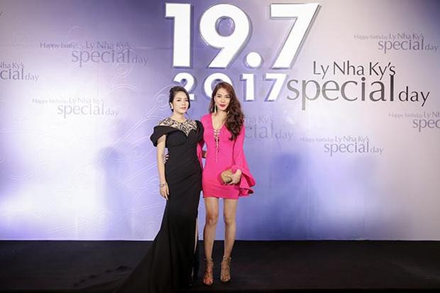 Sao Việt mở tiệc sinh nhật xa hoa nhất Vbiz: Hà Hồ - Lý Nhã Kỳ như tổ chức lễ trao giải, Ngọc Trinh khiến dân tình xịt máu mũi - Ảnh 6.