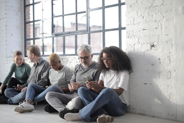 The Social Dilemma: Cú bóc phốt trần trụi về mạng xã hội đến từ các ông lớn quen ơi là quen - Ảnh 10.