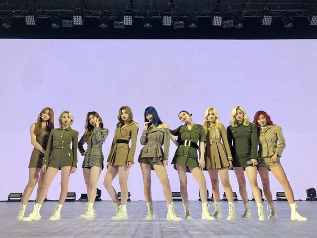 Tiết lộ số người xem concert online của TWICE: Cho SuperM ngửi khói, nhưng so với BTS thì là một trời một vực! - Ảnh 5.