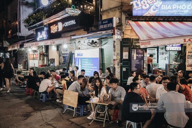 Tạ Hiện trở lại ngày Hà Nội trở lạnh: Người đông nghịt không có chỗ nhích chân! - Ảnh 8.