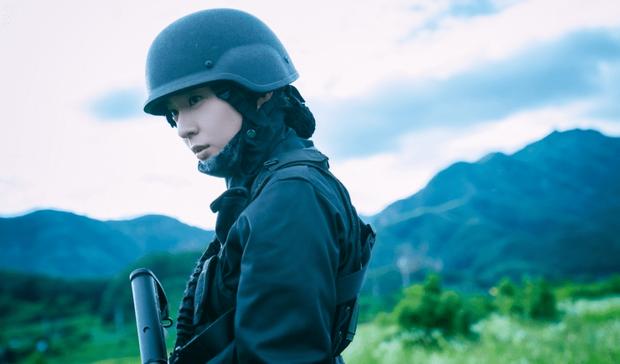 Sau Kim Ji Won, cuối cùng  đã xuất hiện nữ thần quân đội xứ Hàn: Cân luôn ảnh siêu cận, ánh mắt sắc lạnh gây bão MXH - Ảnh 5.