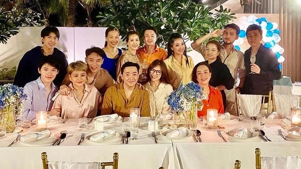 Sao Việt mở tiệc sinh nhật xa hoa nhất Vbiz: Hà Hồ - Lý Nhã Kỳ như tổ chức lễ trao giải, Ngọc Trinh khiến dân tình xịt máu mũi - Ảnh 19.