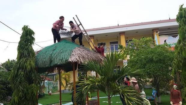 Quảng Bình: Bão đến nhà cô giáo mầm non leo mái nhà chống bão - Ảnh 2.