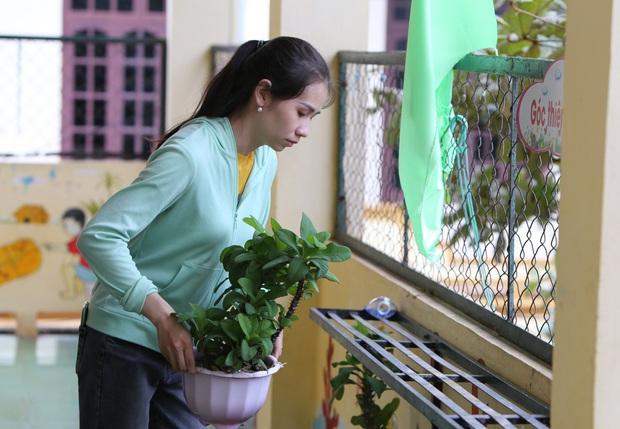 Quảng Bình: Bão đến nhà cô giáo mầm non leo mái nhà chống bão - Ảnh 6.