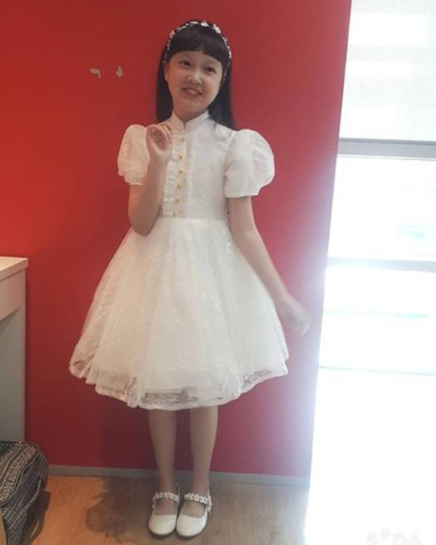 Jin Joo (Reply 1988) gây sốt với hình ảnh phổng phao tuổi lên 9: Thực thần nhí giờ tóc dài thướt tha điệu đà lắm rồi! - Ảnh 3.