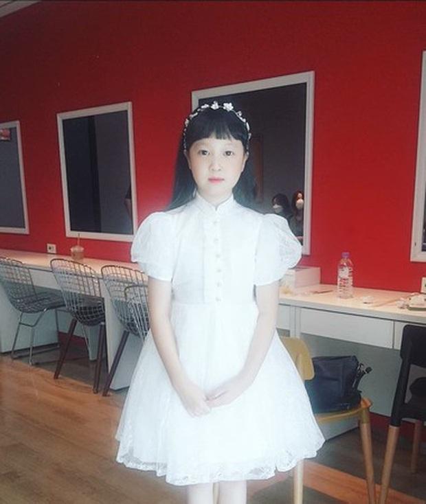 Jin Joo (Reply 1988) gây sốt với hình ảnh phổng phao tuổi lên 9: Thực thần nhí giờ tóc dài thướt tha điệu đà lắm rồi! - Ảnh 4.
