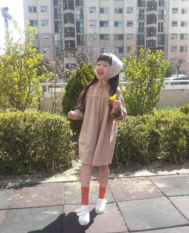 Jin Joo (Reply 1988) gây sốt với hình ảnh phổng phao tuổi lên 9: Thực thần nhí giờ tóc dài thướt tha điệu đà lắm rồi! - Ảnh 7.
