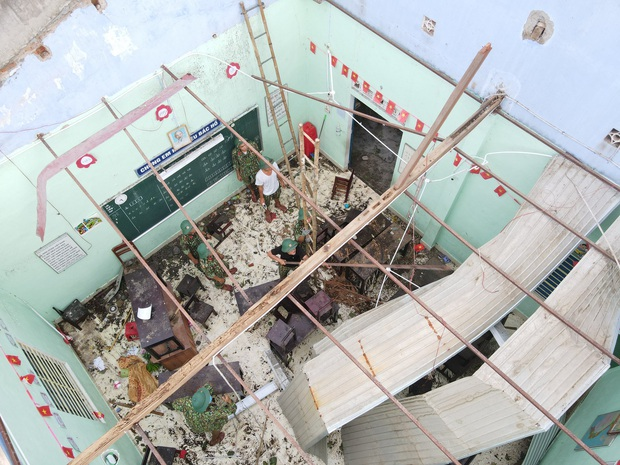 Quân đội Huế khẩn trương dọn dẹp, khắc phục sự cố sau bão số 5 để học sinh sớm trở lại lớp học - Ảnh 5.