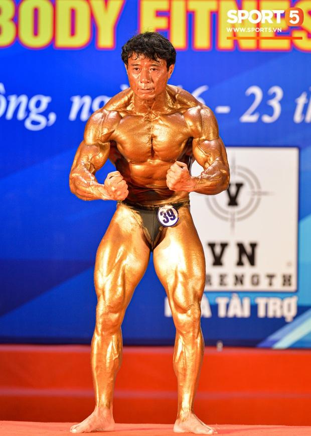 Lực sĩ Việt kiều Tăng Thiệu Cường lần thứ 3 vô địch thể hình lão tướng quốc gia: Body vạn người mê, tuổi 54 vẫn cơ bắp cuồn cuộn khiến thanh niên ngả mũ thán phục - Ảnh 5.