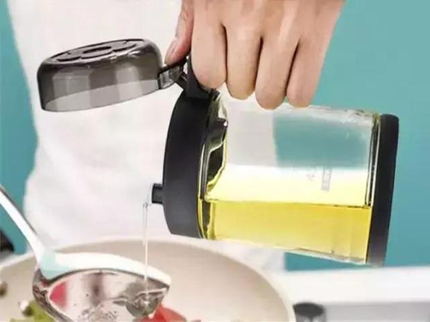 Người phụ nữ được chẩn đoán mắc ung thư gan, bác sĩ nhắc nhở: 3 đồ vật này trong bếp nếu không vứt bỏ ngay thì cả nhà có thể mắc bệnh - Ảnh 3.