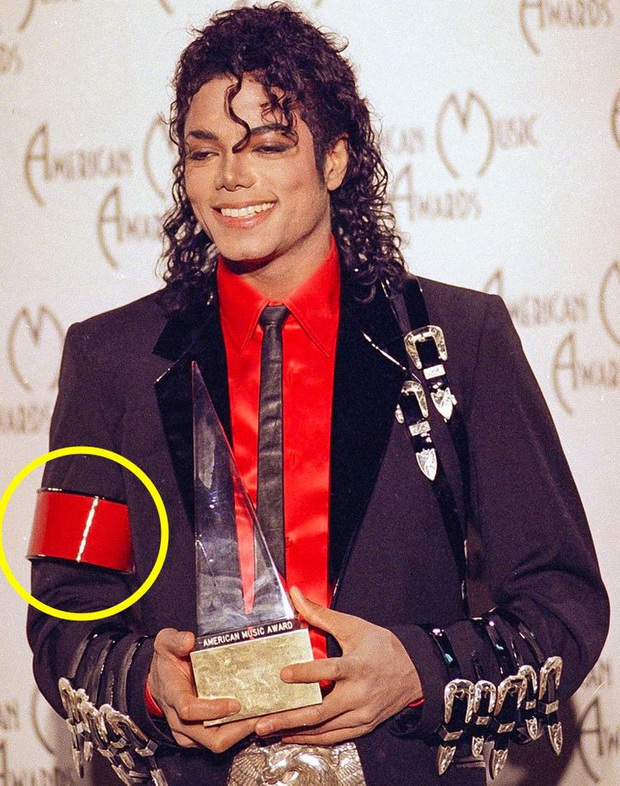 9 bí mật đằng sau trang phục trình diễn của huyền thoại Michael Jackson: Tưởng quái đản nhưng đều có mục đích, số 3 đảm bảo sẽ khiến bạn bất ngờ - Ảnh 4.