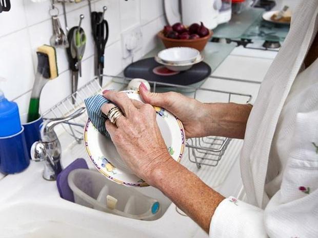 Người phụ nữ được chẩn đoán mắc ung thư gan, bác sĩ nhắc nhở: 3 đồ vật này trong bếp nếu không vứt bỏ ngay thì cả nhà có thể mắc bệnh - Ảnh 5.