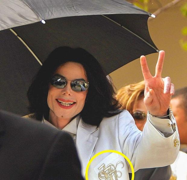 9 bí mật đằng sau trang phục trình diễn của huyền thoại Michael Jackson: Tưởng quái đản nhưng đều có mục đích, số 3 đảm bảo sẽ khiến bạn bất ngờ - Ảnh 5.