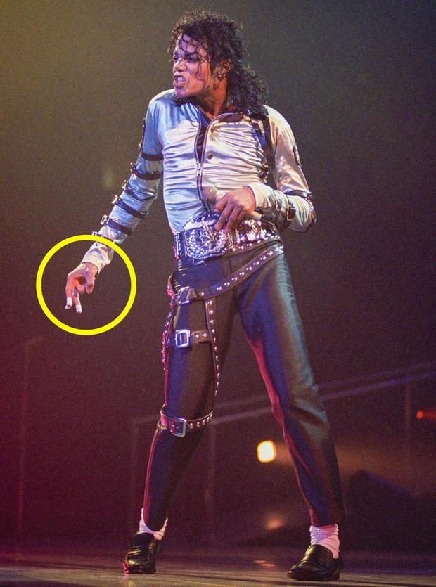 9 bí mật đằng sau trang phục trình diễn của huyền thoại Michael Jackson: Tưởng quái đản nhưng đều có mục đích, số 3 đảm bảo sẽ khiến bạn bất ngờ - Ảnh 8.