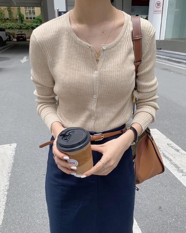 Áo len sọc tăm: Món đồ hoàn hảo của mùa Thu, đã sang xịn lại còn Hàn Quốc hết ý - Ảnh 12.