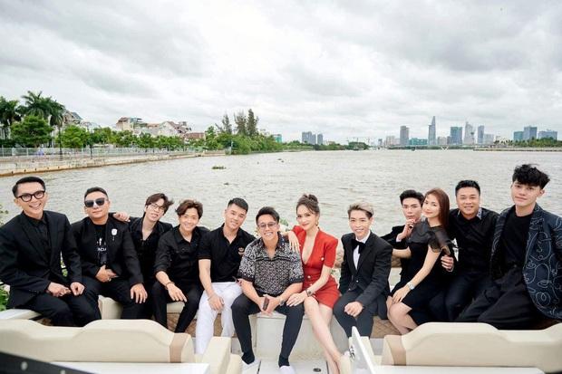 2 couple hot nhất tối nay chung khung hình: Hương Giang - Matt Liu mới yêu 3 tháng mà lấn át vợ - chồng Hoà Minzy - Ảnh 4.