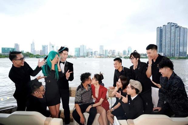 2 couple hot nhất tối nay chung khung hình: Hương Giang - Matt Liu mới yêu 3 tháng mà lấn át vợ - chồng Hoà Minzy - Ảnh 5.