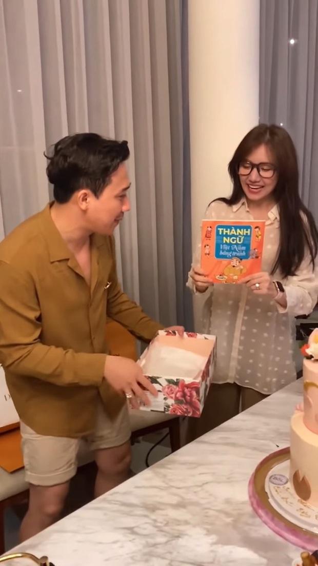 Sao Việt mở tiệc sinh nhật xa hoa nhất Vbiz: Hà Hồ - Lý Nhã Kỳ như tổ chức lễ trao giải, Ngọc Trinh khiến dân tình xịt máu mũi - Ảnh 18.