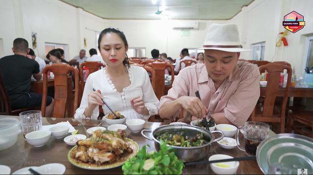 Đi du lịch khắp nơi nhưng không ngờ tận khi tới Ninh Bình thì Quang Vinh mới được ăn quả sung lần đầu tiên - Ảnh 7.