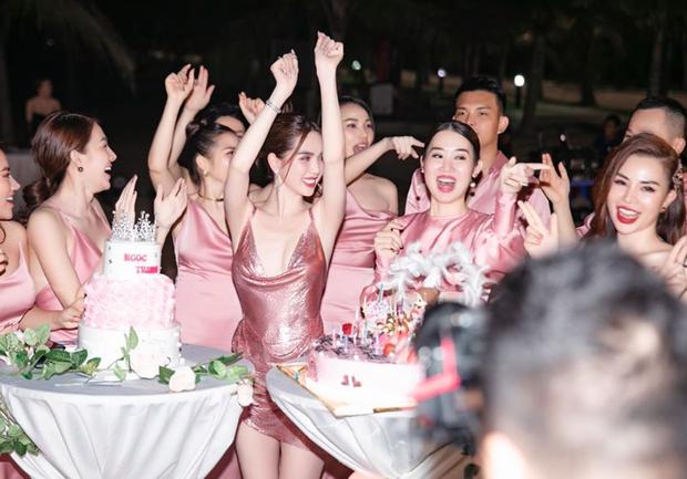 Sao Việt mở tiệc sinh nhật xa hoa nhất Vbiz: Hà Hồ - Lý Nhã Kỳ như tổ chức lễ trao giải, Ngọc Trinh khiến dân tình xịt máu mũi - Ảnh 28.