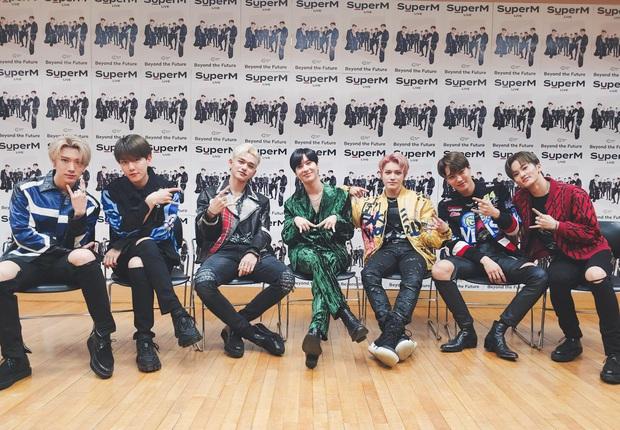 Tiết lộ số người xem concert online của TWICE: Cho SuperM ngửi khói, nhưng so với BTS thì là một trời một vực! - Ảnh 2.