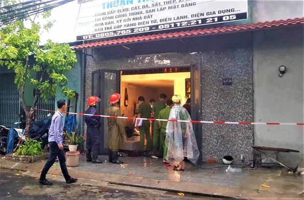 Đà Nẵng: Cháy nhà trong bão, 2 cha con bị thương nặng - Ảnh 2.