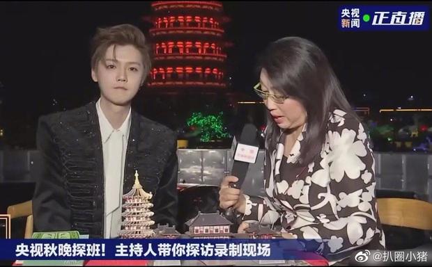 Luhan gây sốc với nhan sắc tuổi 30: Ma cà rồng hack tuổi đỉnh cao, bất chấp cả camera truyền hình quốc gia - Ảnh 3.