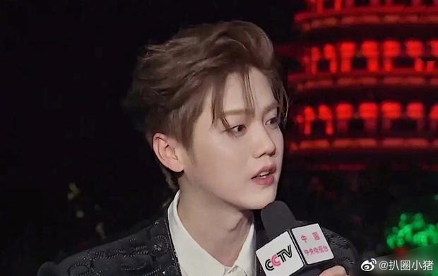 Luhan gây sốc với nhan sắc tuổi 30: Ma cà rồng hack tuổi đỉnh cao, bất chấp cả camera truyền hình quốc gia - Ảnh 9.