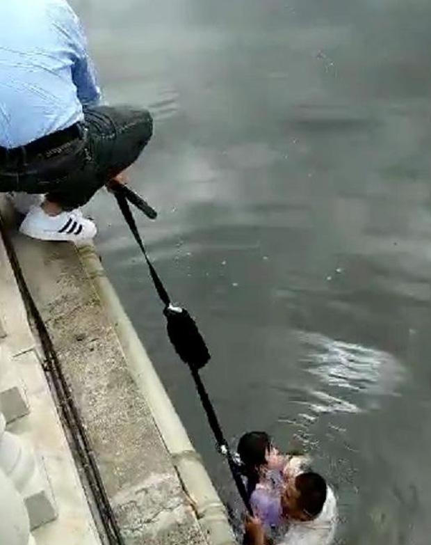 Nữ sinh 14 tuổi nhảy sông tử tự trước khai giảng, người mẹ sững sờ nghe cảnh sát báo lý do - Ảnh 2.