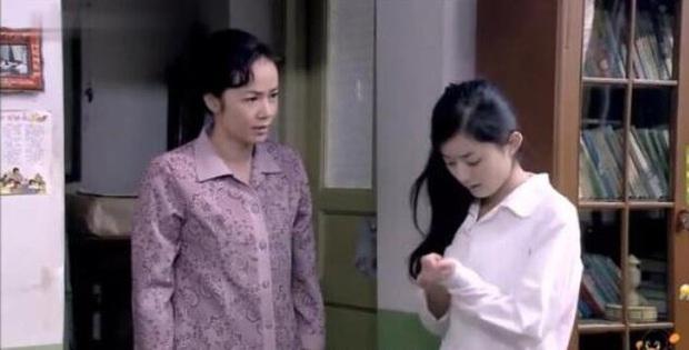 """Cô thôn nữ"""" Triệu Lệ Dĩnh siêu mộc mạc ở lễ khai máy phim mới, sao lại giống bé Dĩnh của 14 năm trước thế này? - Ảnh 9."""