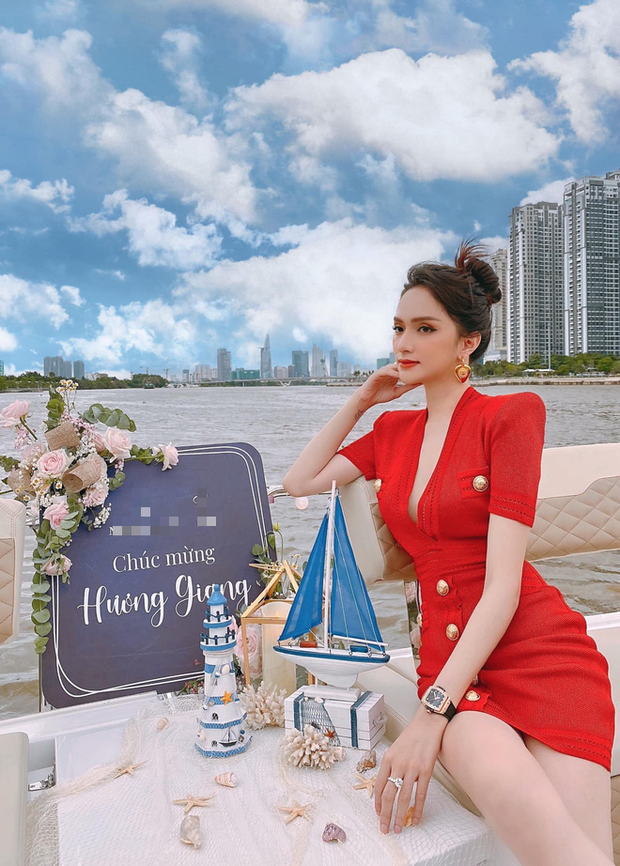 Hương Giang đúng là đại gia chơi đồ hiệu Vbiz: Đeo đồng hồ gần 1 tỷ dự tiệc du thuyền, nhẫn kim cương khủng nổi đâu kém - Ảnh 2.
