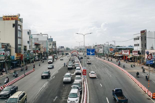 """Cận cảnh nút giao 3 tầng """"cực xịn"""" ở Sài Gòn trị giá hơn 500 tỷ đồng vừa được hoàn thành, có cả cầu đi bộ  - Ảnh 5."""