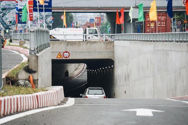 """Cận cảnh nút giao 3 tầng """"cực xịn"""" ở Sài Gòn trị giá hơn 500 tỷ đồng vừa được hoàn thành, có cả cầu đi bộ  - Ảnh 8."""