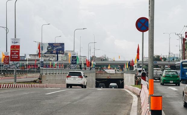 """Cận cảnh nút giao 3 tầng """"cực xịn"""" ở Sài Gòn trị giá hơn 500 tỷ đồng vừa được hoàn thành, có cả cầu đi bộ  - Ảnh 9."""
