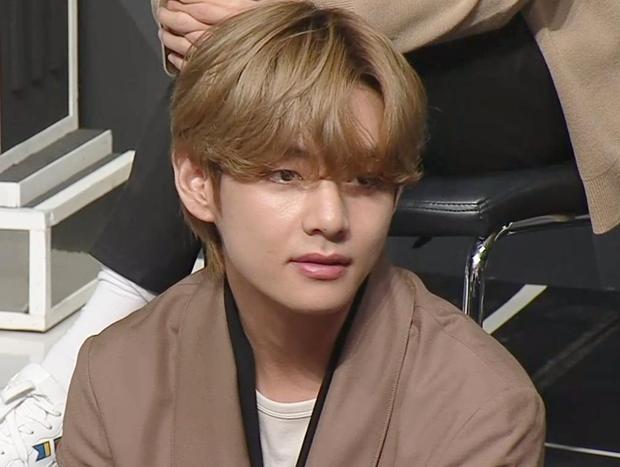 Netizen bồi hồi với chia sẻ của V (BTS) ở I-LAND: Tôi từng bị mắng chỉ vì ăn ức gà với muối khi làm thực tập sinh - Ảnh 2.