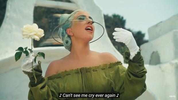 Xem tới xem lui MV mới của Lady Gaga rồi buông một tiếng thở dài vì ngoài nhạc giật đùng đùng ra thì fan chẳng hiểu gì cả? - Ảnh 7.